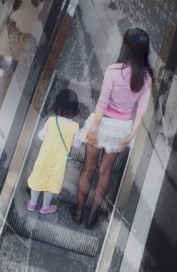 JAN LIPINA luevre eskalator